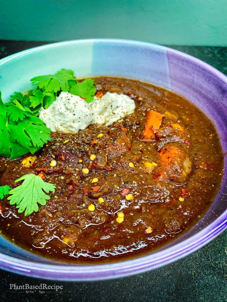 So many topping options for this vegan chili recipe.