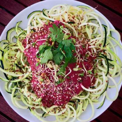 Quick&Easy:Zoodles mit roter Beete Sauce *roh*
