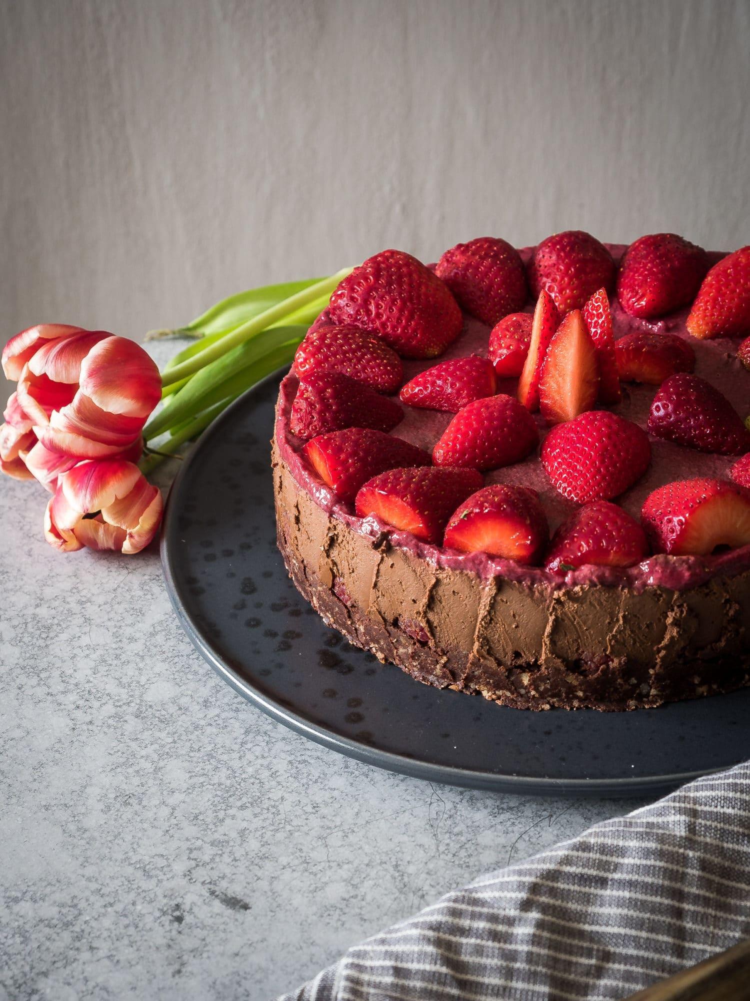 Vegane Kuchen für den Muttertag: meine Favoriten: Zartbitterer Erdbeer Schokoladen Kuchen