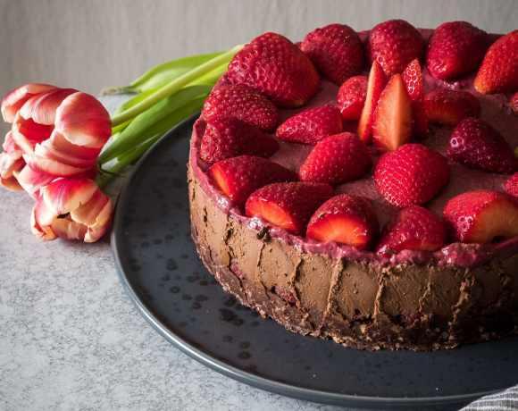 Zartbitterer Beeren Schokoladenkuchen