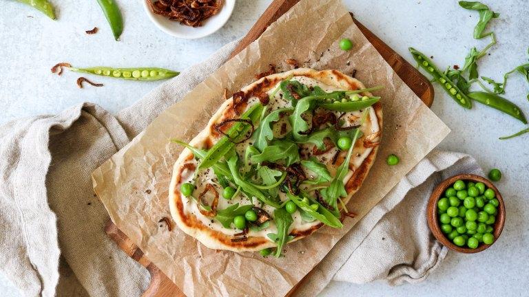 Vegan Skillet Flatbread Recipe – Arugula, Peas & Crispy Shallots