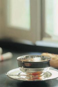imagen taza caldera con plato  empresa orfebreria