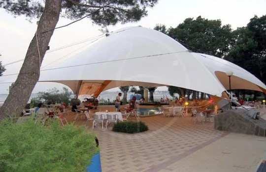 Tensile structure with arches