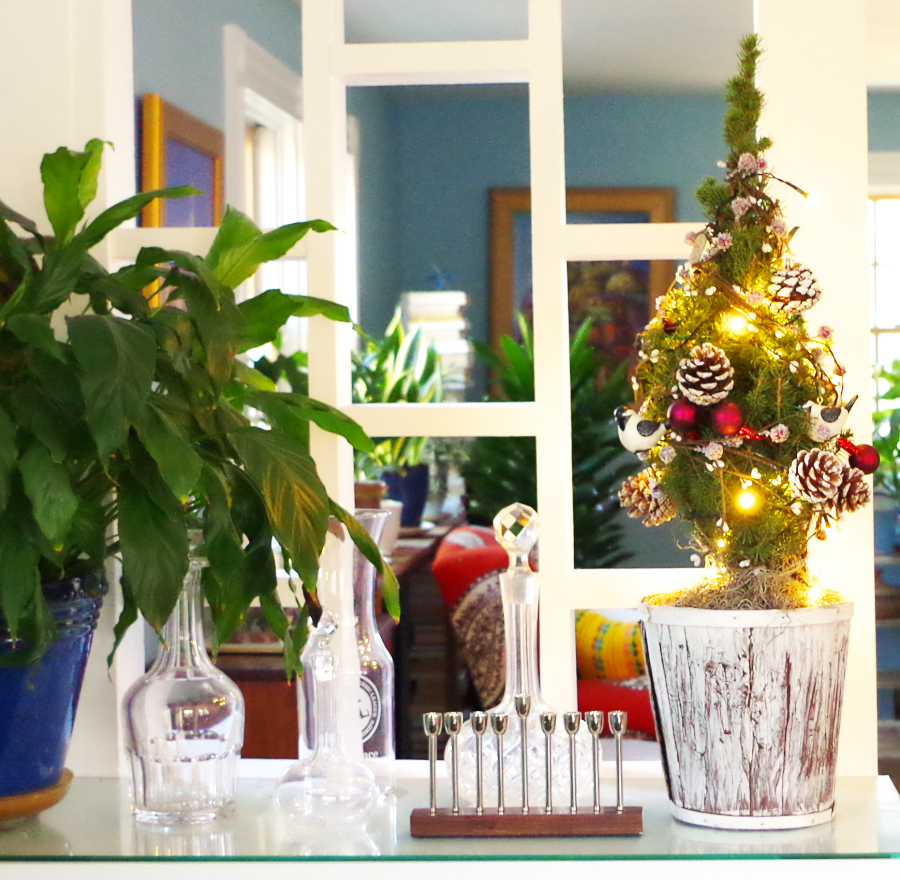 Real Holiday Home Tour - Holdiay decorations with the mess cropped out - Plaster & Disaster
