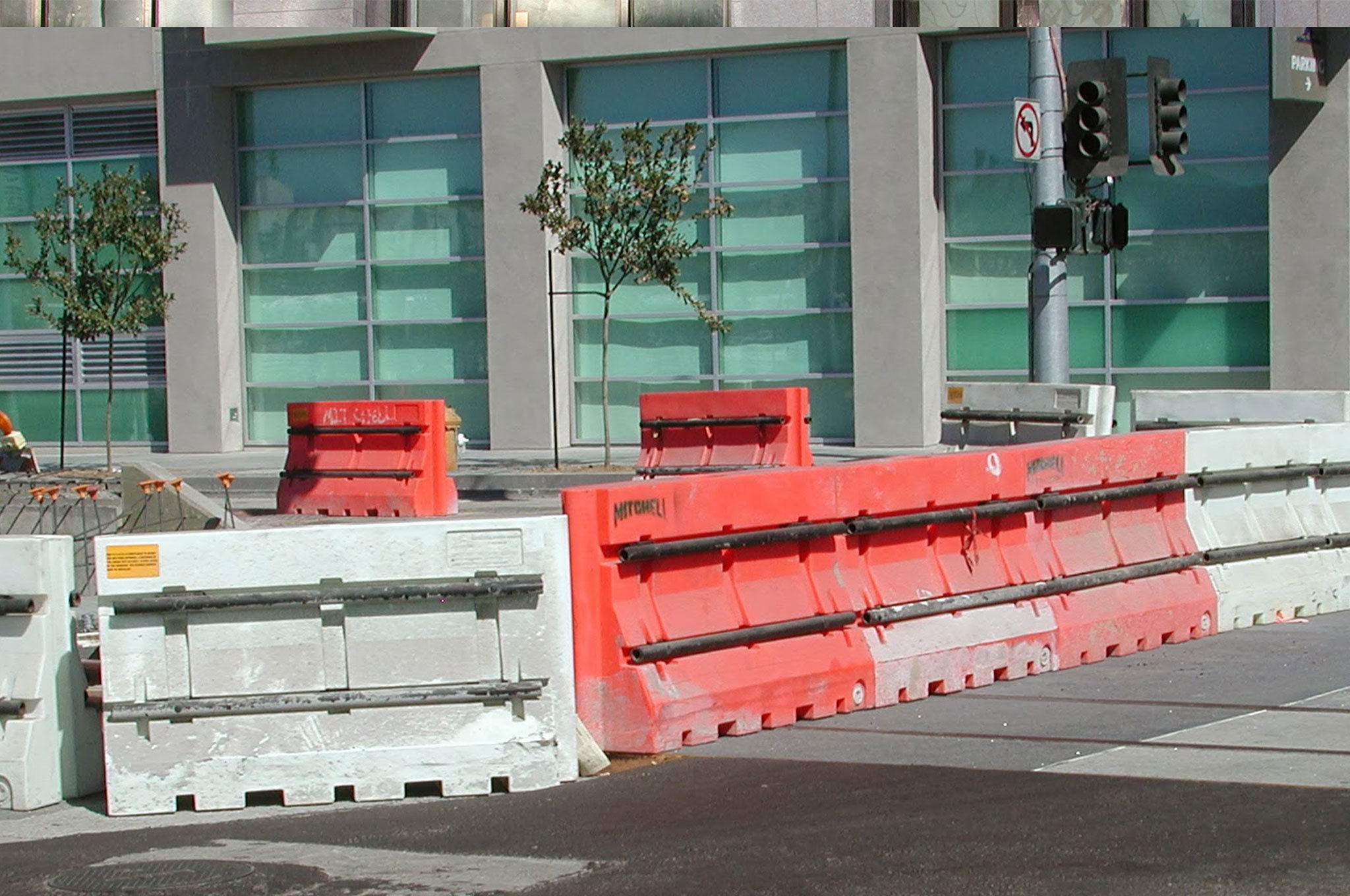 Plastic Jersey Barriers | Waterfilled Traffic Barricades