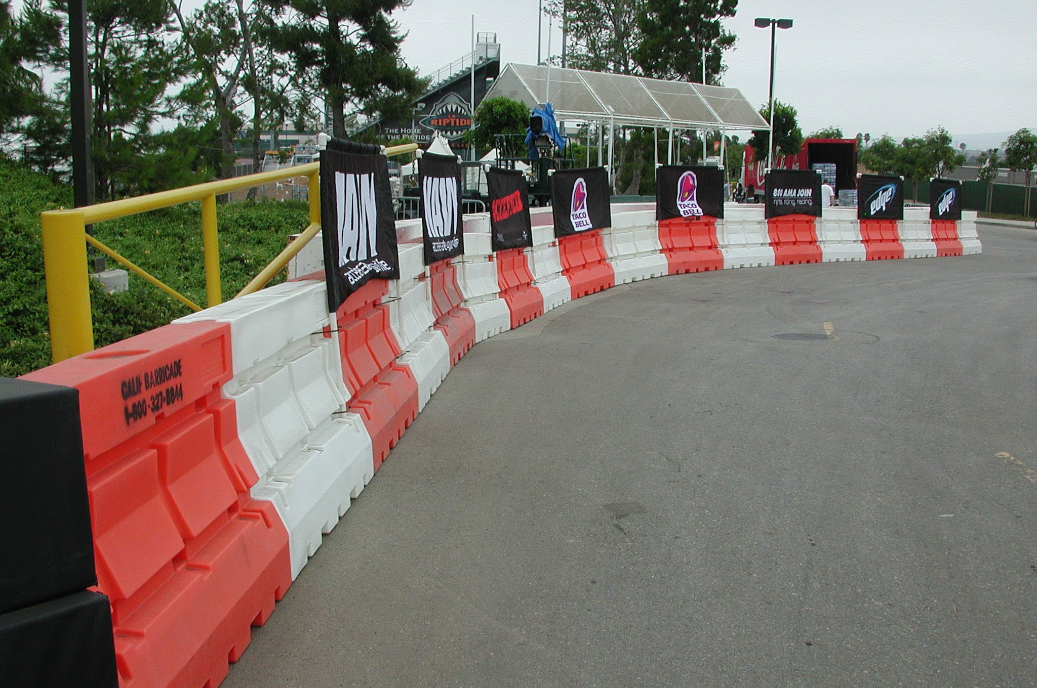 Plastic Jersey Barriers   Waterfilled Traffic Barricades