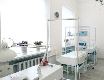 sneeze guard partition for salon