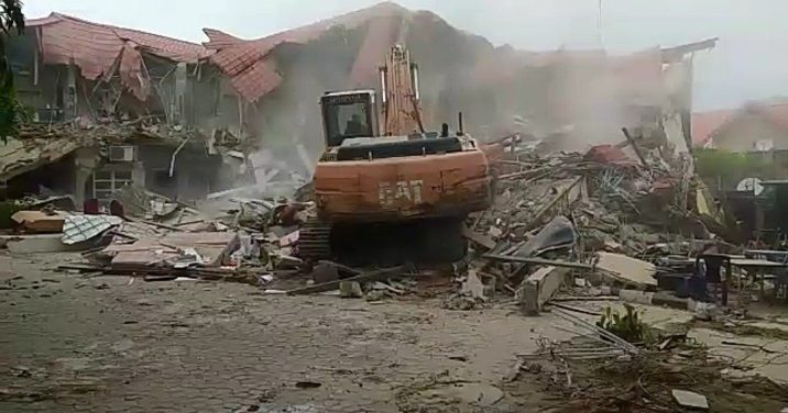 fct-authorities-demolish-popular-s***p-club-in-abuja-caramelo-lounge