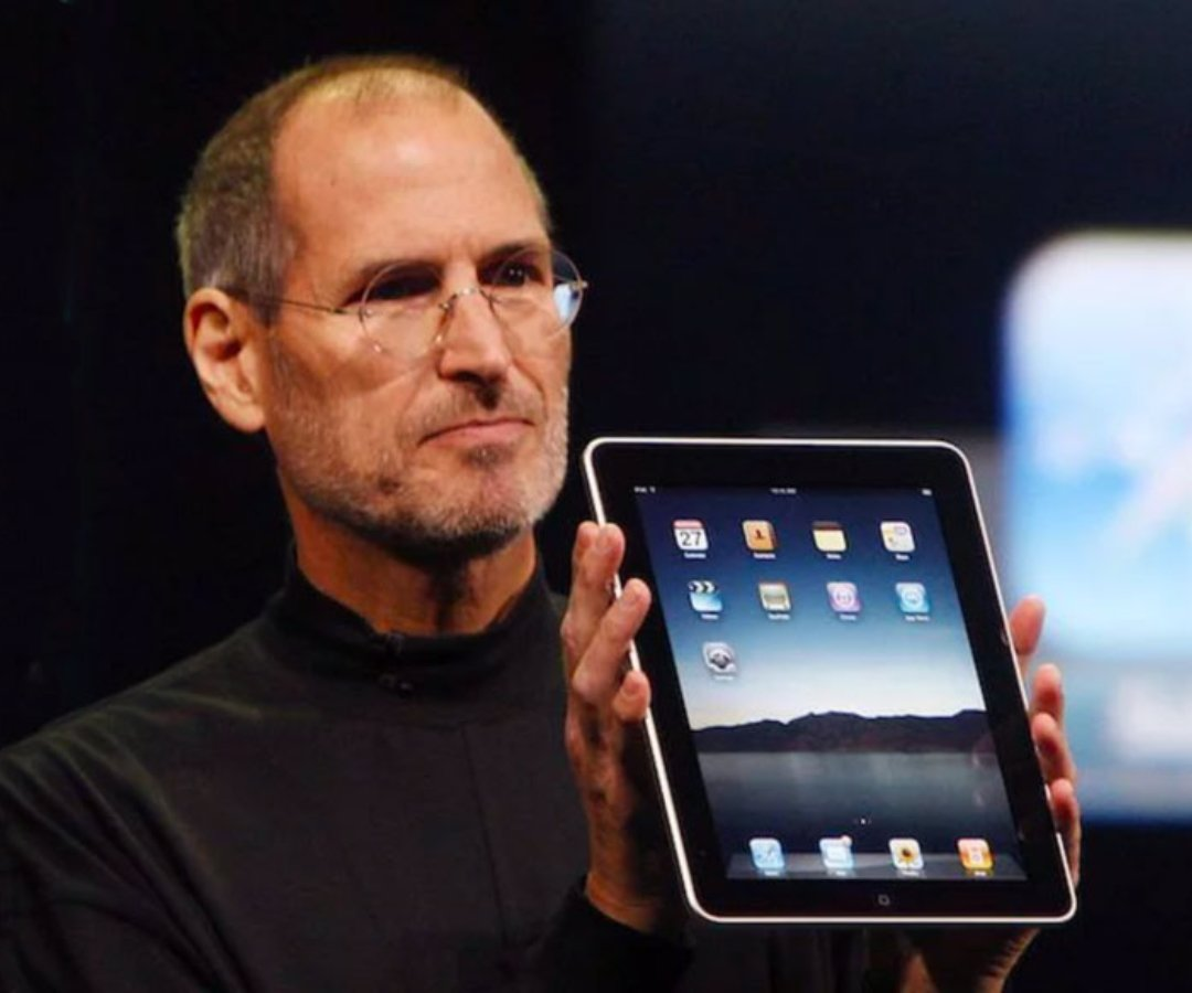 Steve Jobs iPad 2010 throwback