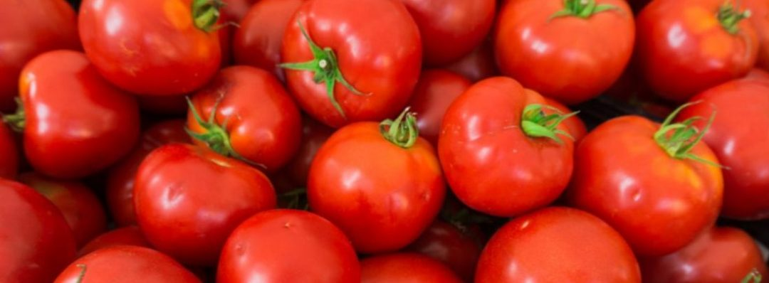 DIY: How To Make Tomato Face Mask To Lighten Your Skin