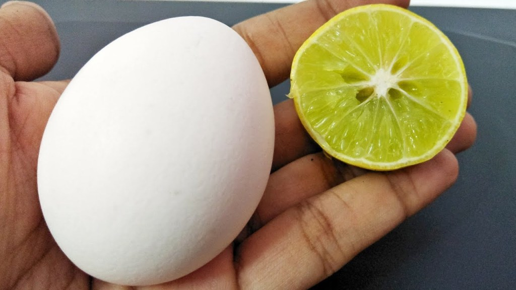 DIY: How To Make Egg And Lemon Juice Peel-Off Mask