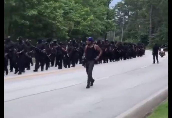 Milcia negra marcha en Goergia