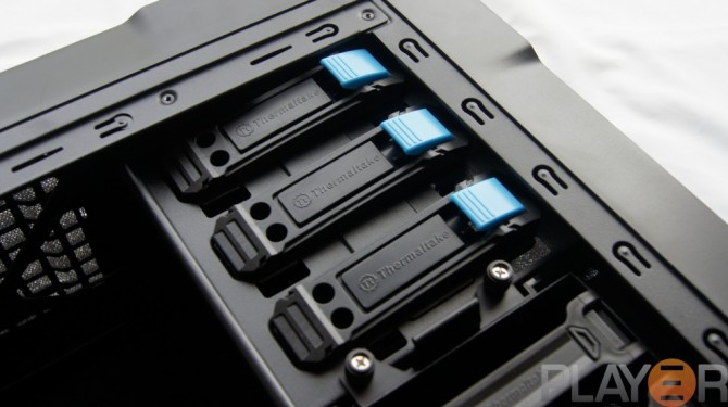 Thermaltake Chaser A31 5.25 Tool-less Clips