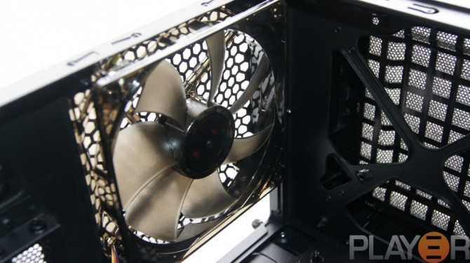 Thermaltake Chaser A31 Rear 120mm LED fan Fitted