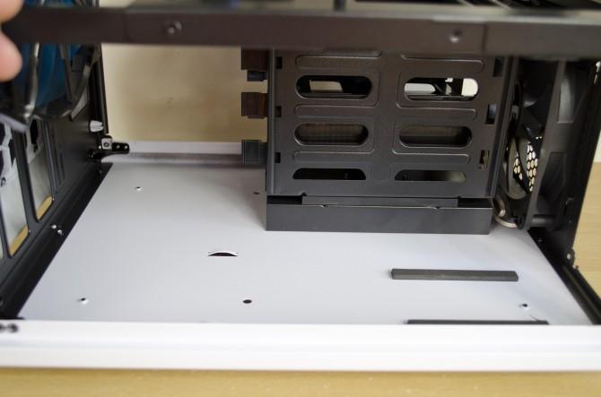 AeroCool Strike X Cube Interior HDD1