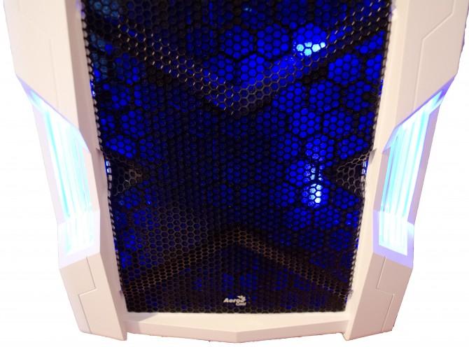 AeroCool Strike X Cube exterior front panel lights