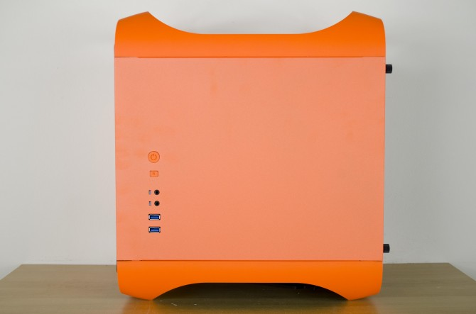 BitFenix Prodigy M Color exterior side panel 1