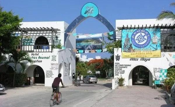 akumal town entrance