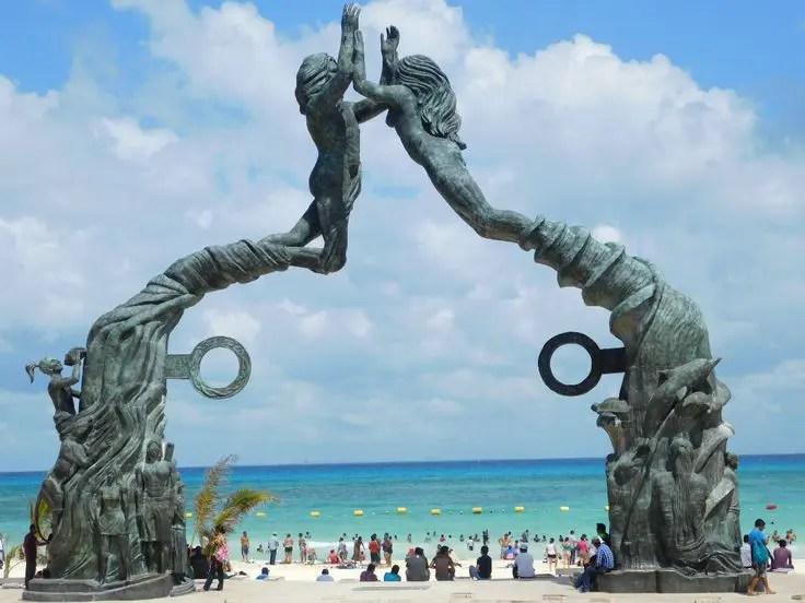 Famous Playa del Carmen beach - Parque Fundadores