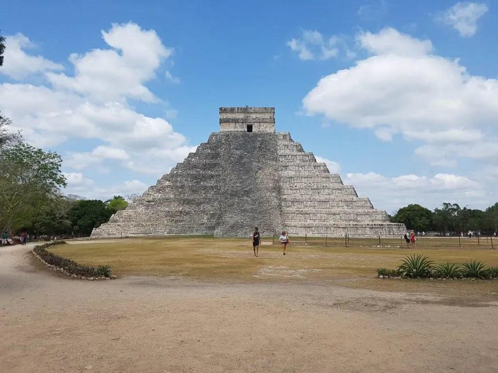 El Castillo Kukulkan pyramid in Chichen Itza