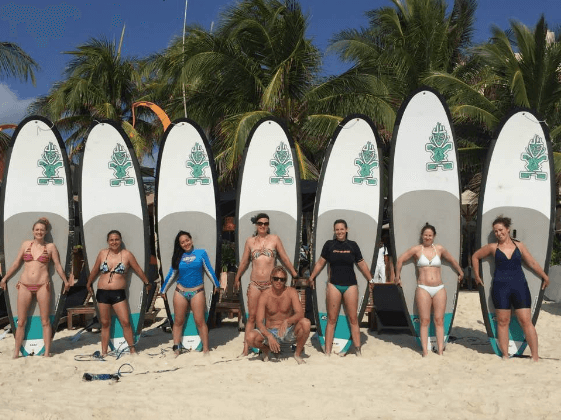 Aloha Beach Club Mama Mafia group picture