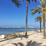 Día soleado en el paseo marítimo de Playa Honda