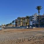 Sun bathing in Playa Honda