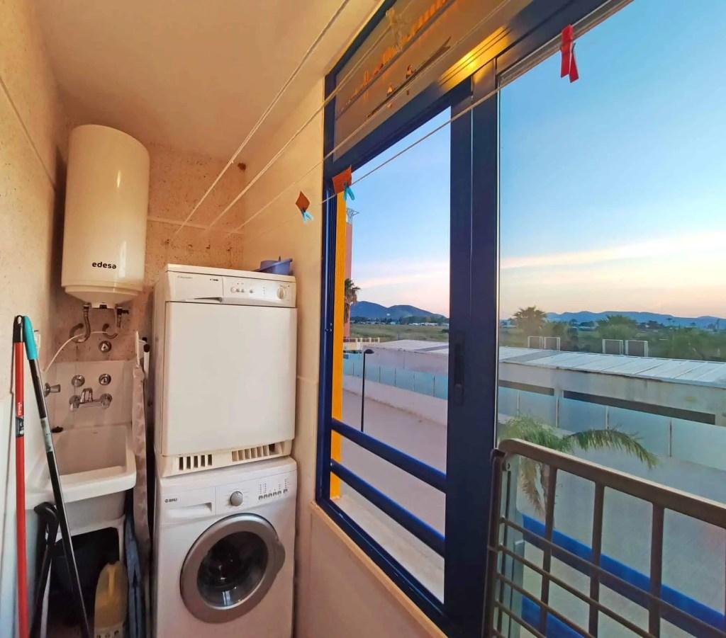 Balcón y lavadero adjunto a la segunda habitación