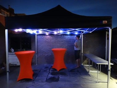 Party tent, statafels en LED verlichting