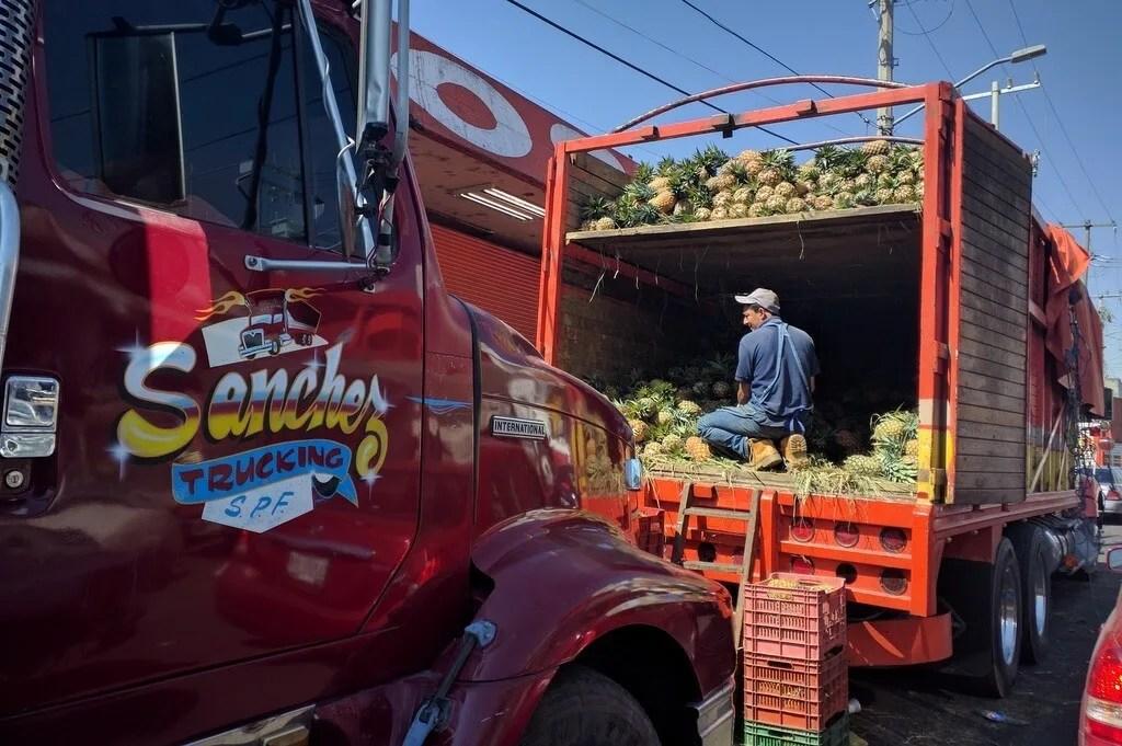 Unloading the pineapple truck in Mercado de Abastos Guadalajara