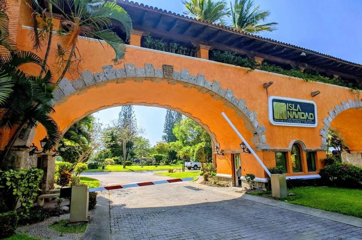Grand Isla Navidad Entrance