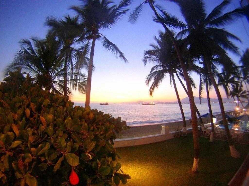 Playa Las Brisas, Manzanillo, Colima