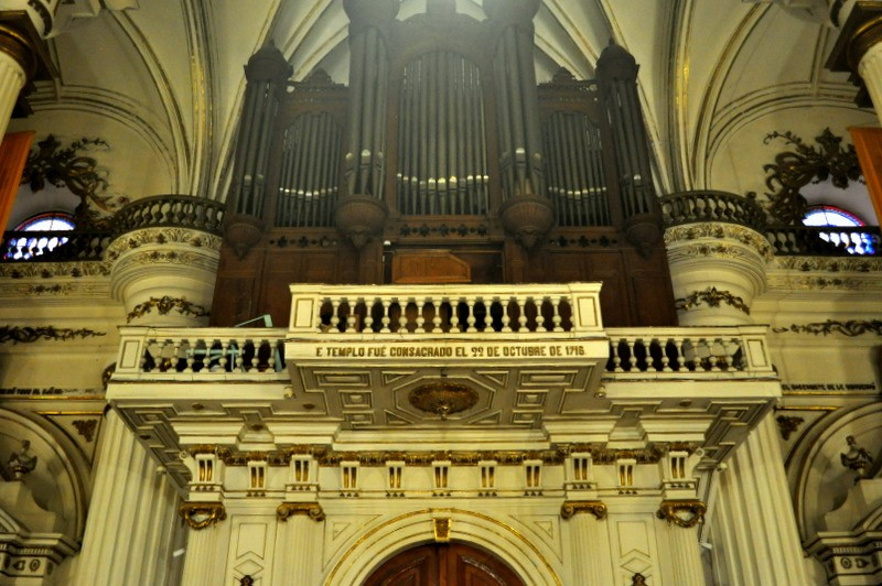 Pipe organ and Inscription stating that the temple was consecrated on October 22nd, 1716