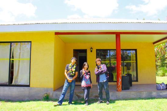 もう一人の仲間を加え、僕ら3人でコテージみたいな家を貸切状態。