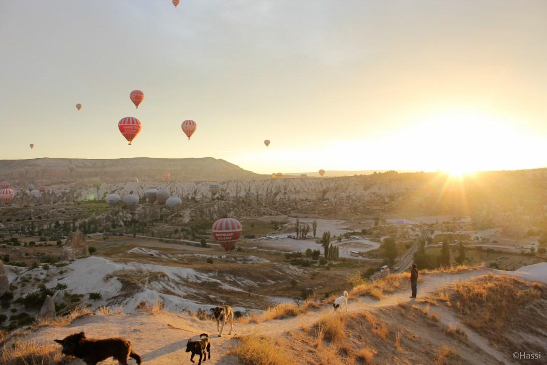 朝陽が昇るカッパドキア/トルコ