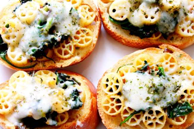 Bruschetta with Spinach Pasta Topping 3