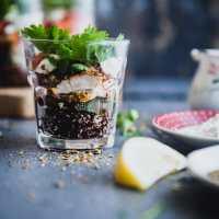 chicken and quinoa mason jar salad 01 1