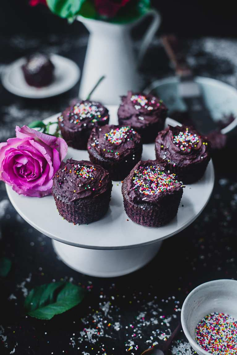 one bowl olive oil chocolate cupcakes chocolate frosting 05