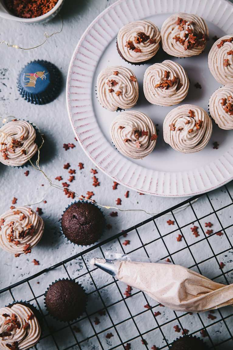 Holiday Treats | Playful Cooking #cupcakes #gingerbread #cupcakes #buttercream #foodphotography