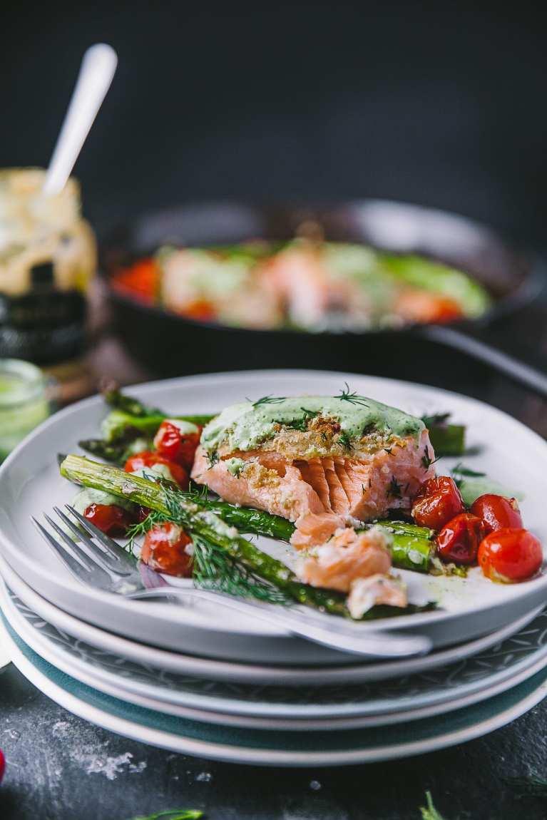 Easy Salmon Spring meal #asparagus #dill #sidedish #mustard #yogurt