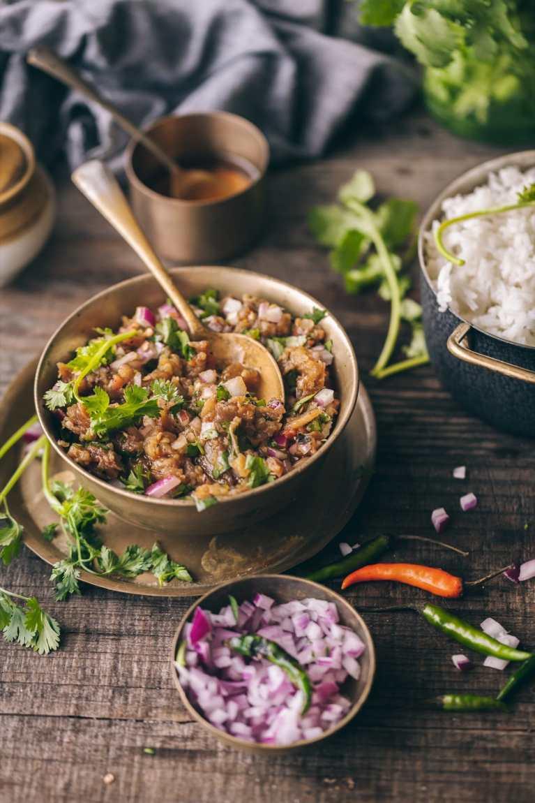 Begun Poda - Bengali Style Roasted Eggplant - Pairs best with rice! #begunpoda #foodphotography #foodstyling #eggplant #roasting #bengalirecipe