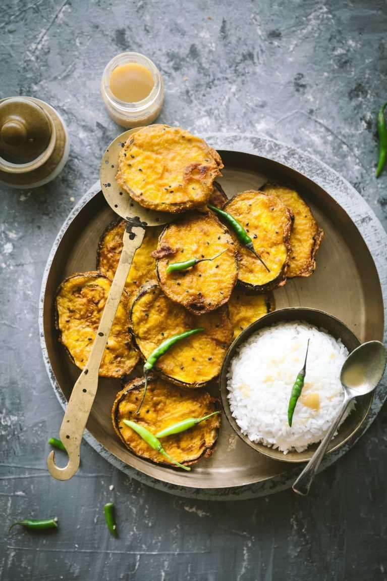 Begun Bhaja (Bengali style fried eggplant )