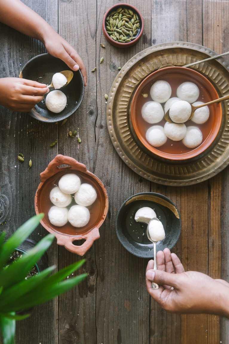 Benagli cheese balls in cardamom flavored sugar syrup
