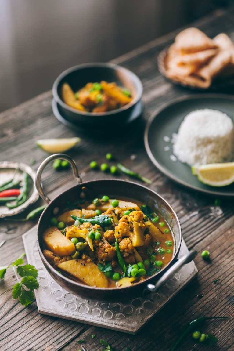 Bengali style Cauliflower Curry - Playful Cooking