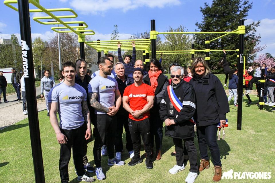 Des spécialistes de street-workout sont venu présenter la discipline lors de l'inauguration de l'aire