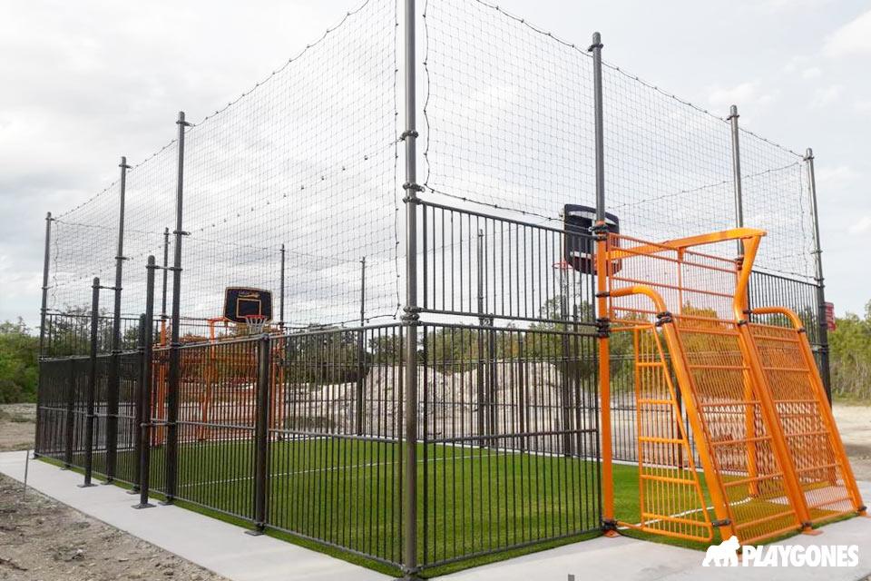 Solerieux, création d'un terrain multisports orange et vert