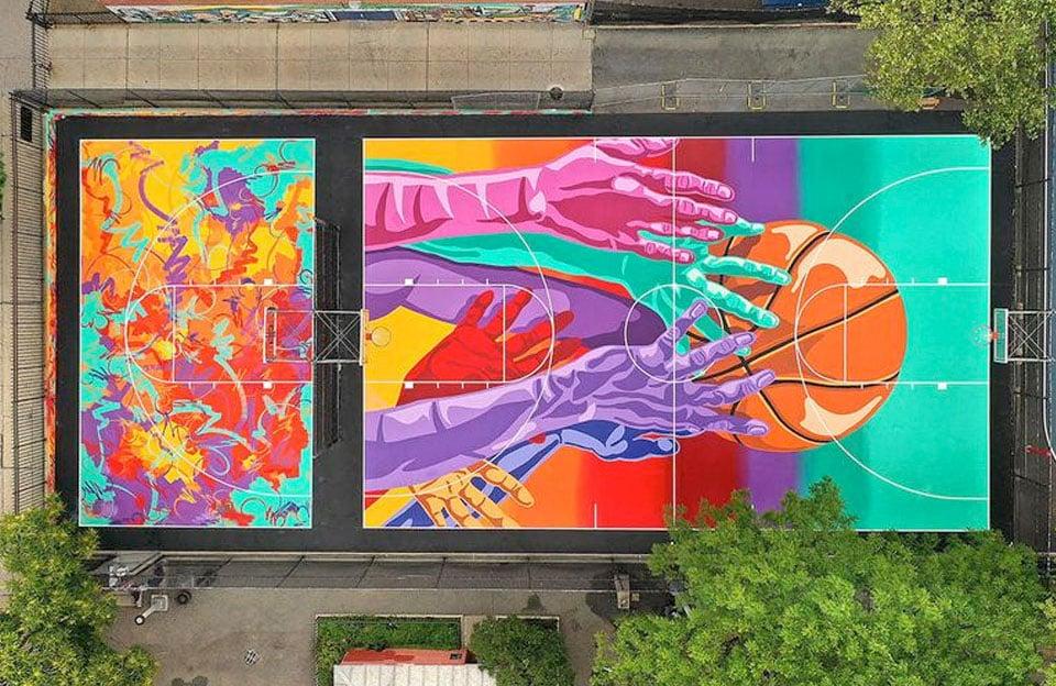 Madsteez réalise une incroyable fresque sur un Basketball Court à Brooklyn, New York