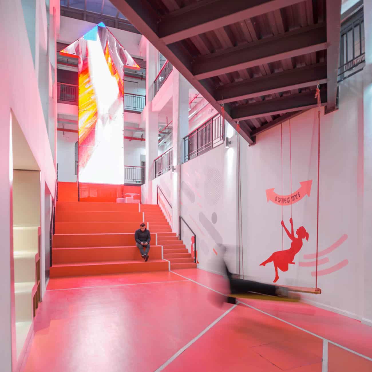 escalier-rouge-design-actif-batiment-