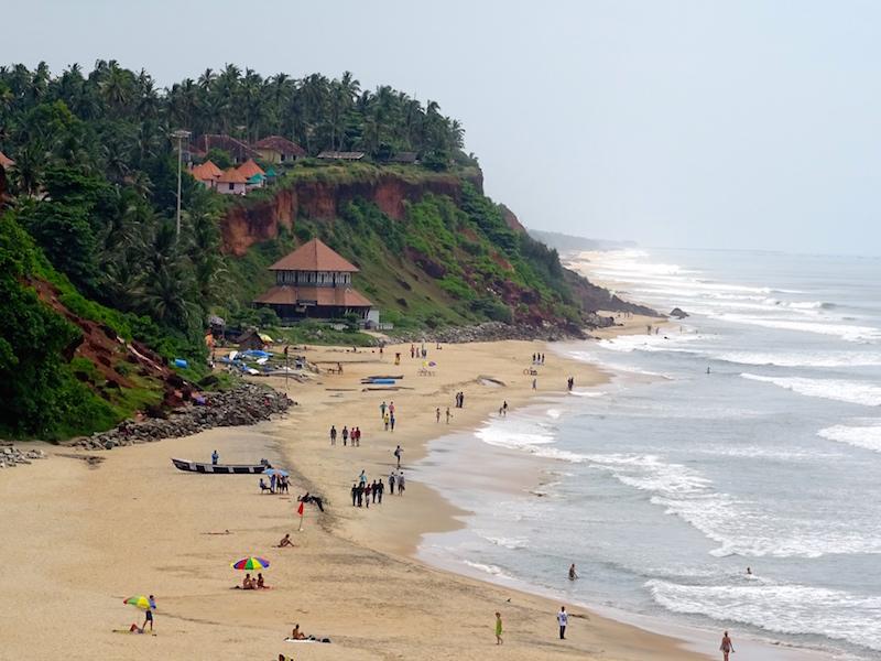 La plage de varkala dans le kerala en inde