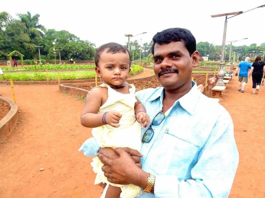 Un Indien et sa fille à Mumbai en Inde